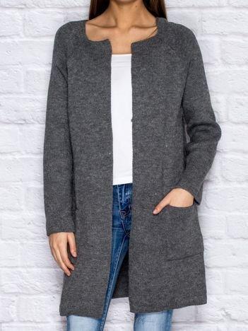 Szary wełniany sweter z kieszeniami
