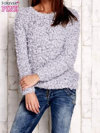 Szary włochaty sweter