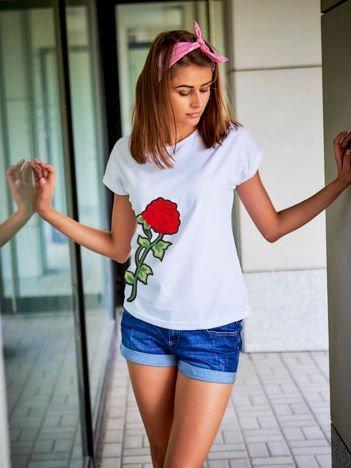 T-shirt damski biały z naszywką FLOWER