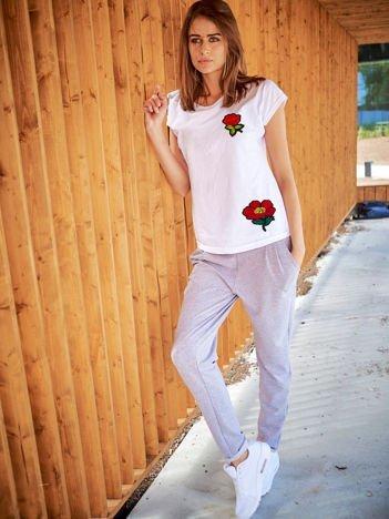 T-shirt damski biały z naszywkami FLOWERS
