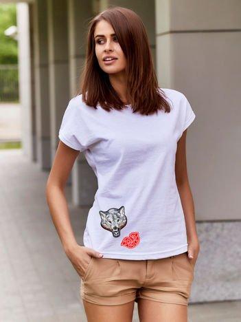 T-shirt damski biały z naszywkami KISS MY PATCH