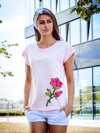 T-shirt damski jasnoróżowy z naszywką RÓŻA
