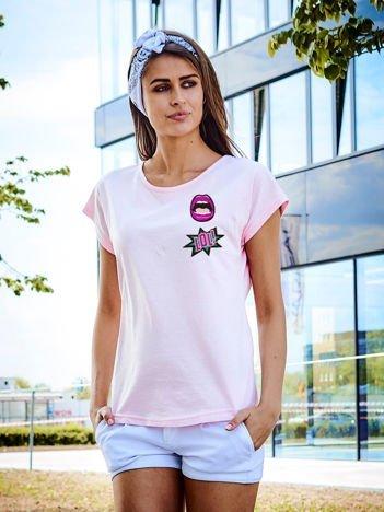 T-shirt damski różowy z naszywkami