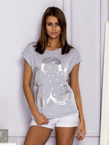 T-shirt damski z kwiatem szary