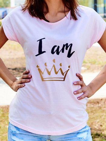 T-shirt damski z nadrukiem korony I AM THE QUEEN jasnoróżowa