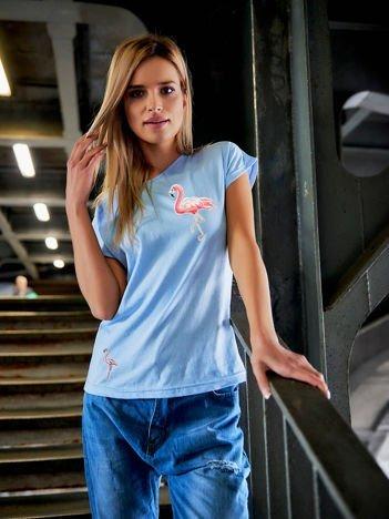 T-shirt damski z naszywkami FLAMINGI błękitny