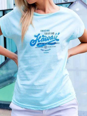 T-shirt z wakacyjnym nadrukiem turkusowy