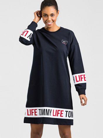 TOMMY LIFE Granatowa sukienka sportowa