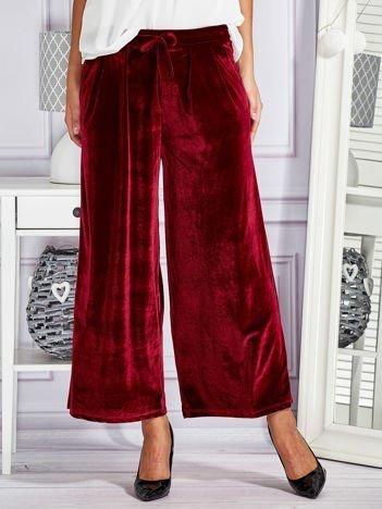 Welurowe spodnie flare z troczkami bordowe