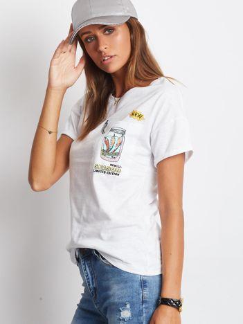 YUPS Biały t-shirt z nadrukiem na kieszonce