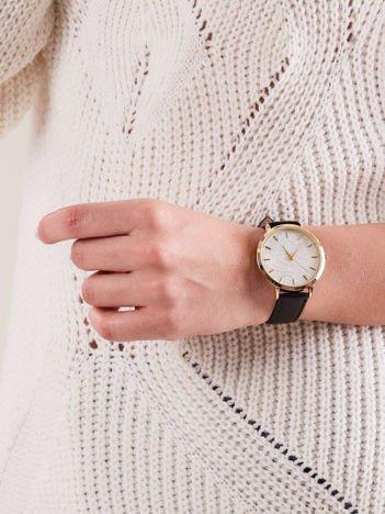 Zegarek damski czarny ze srebrną tarczą