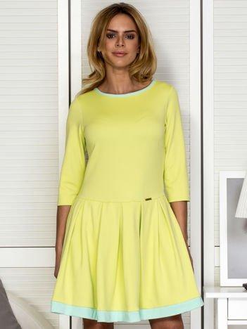 Zielona sukienka z kontrafałdami