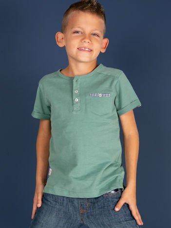 Zielony dziecięcy t-shirt bawełniany z guzikami i kieszonką