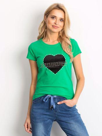 Zielony t-shirt z aksamitnym sercem i perełkami