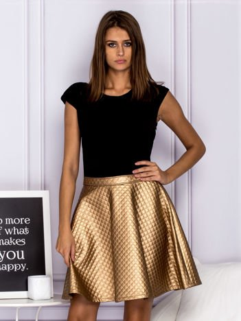 Złota sukienka wieczorowa z pikowaną spódnicą