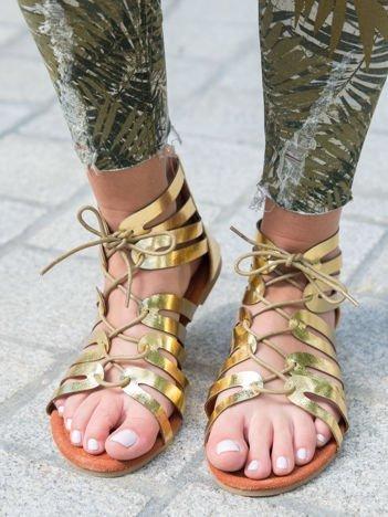 Złote sandały z plecionym rzemykiem i suwakiem na pięcie