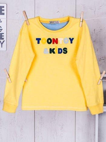 Żółta bluzka dla chłopca z wyszywanym napisem