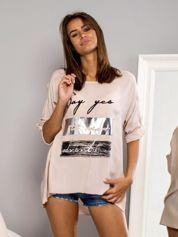 Beżowa bluzka oversize z nadrukiem