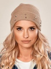 Beżowa czapka z kolcami na mankiecie