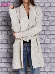 Beżowy melanżowy sweter z kaskadowym dekoltem