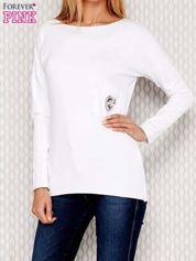 Biała bluzka z koralikową aplikacją