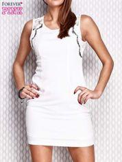 Biała dopasowana sukienka z koronkowymi wstawkami