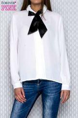 Biała koszula mgiełka z plisami przy guzikach i wstążką
