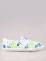Białe kwiatowe buty slip-on