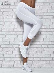 Białe legginsy sportowe z patką z dżetów na dole