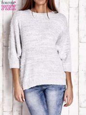 Biały sweter fluffy z metaliczną nicią
