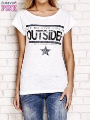 Biały t-shirt z napisem OUTSIDER