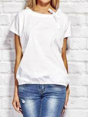 Bluzka z wiązaniem przy dekolcie biała
