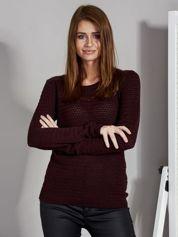 Bordowy sweter z plecionym splotem