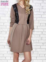 Brązowa rozkloszowana sukienka ze skórzanymi modułami