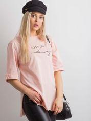 Brzoskwiniowy długi t-shirt z napisem