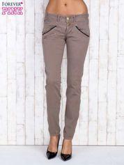 Ciemnobeżowe spodnie z kieszonkami na suwak