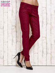 Butik Ciemnoczerwone spodnie rurki w jodełkę