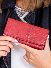 Ciemnoczerwony portfel damski z tłoczonym deseniem
