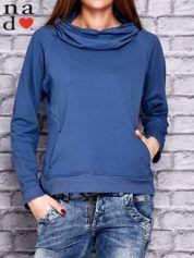 Ciemnoniebieska bluza z kapturem i kieszeniami