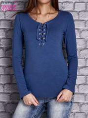Ciemnoniebieska gładka bluzka ze sznurowanym dekoltem i troczkami