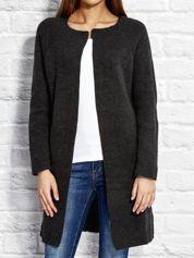 Ciemnoszary wełniany sweter z kieszeniami