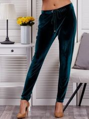 Ciemnozielone welurowe spodnie dresowe o prostym kroju