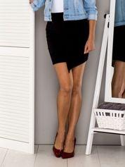 Czarna asymetryczna spódnica z falbaną