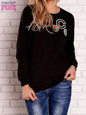 Czarna bluza z kolorowymi naszywkami