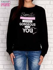 Czarna bluza z napisem SMILE HAPPINESS LOOKS GORGEOUS ON YOU