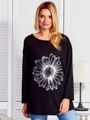 Czarna bluzka z kwiatem