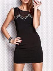 Czarna dopasowana sukienka z błyszczącą aplikacją