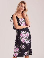 Czarna kwiatowa sukienka z falbaną