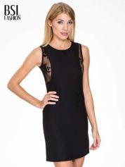 Czarna prosta sukienka z koronką po bokach