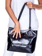 Czarna torba z poziomym paskiem